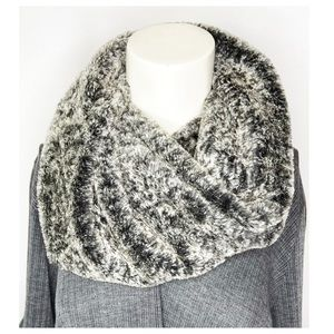 AEO Gray Faux Fur Twisted Infinity Snood Scarf